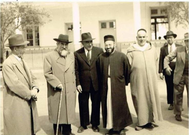 נציגי הסתדרות הציונית עם הנהגת הקהילה בצפרו