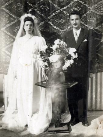 """ראובן ע""""ה וקמיל לוטטי ביום נישואיהם"""