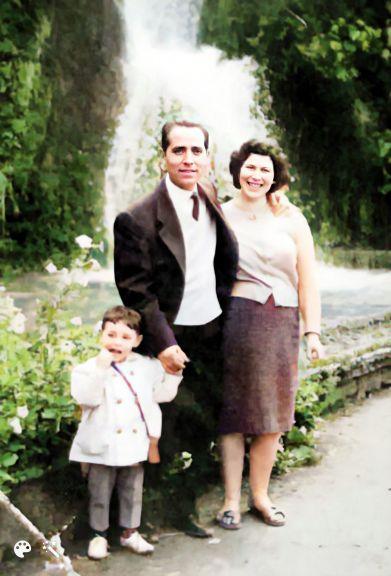 אהרון ומרים עם בנם דויד במפל הקסקד בצפרו