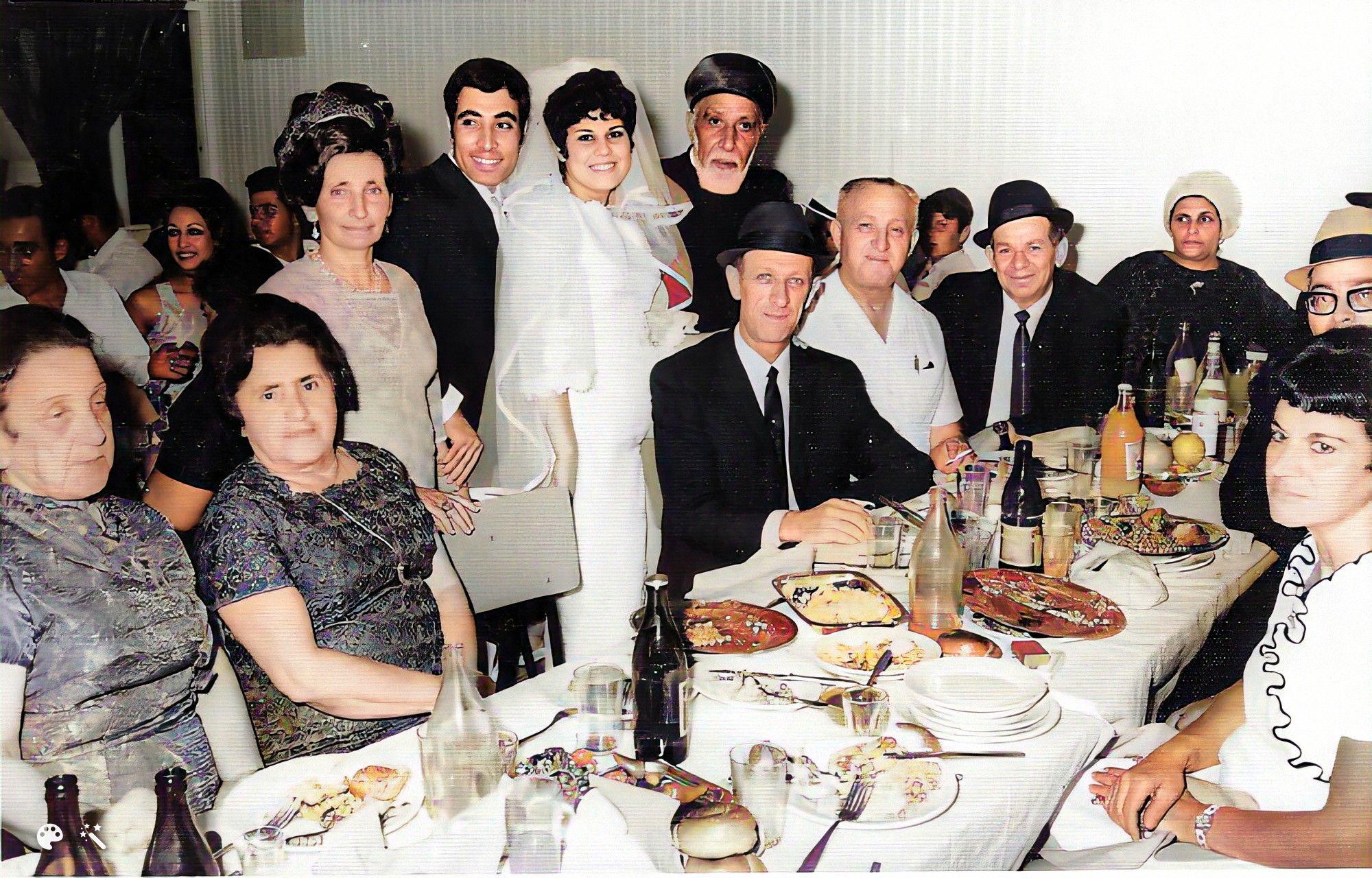 """הרב שמואל ע""""ה 1970 בחתונה בת""""א , עם אישים חשובים"""